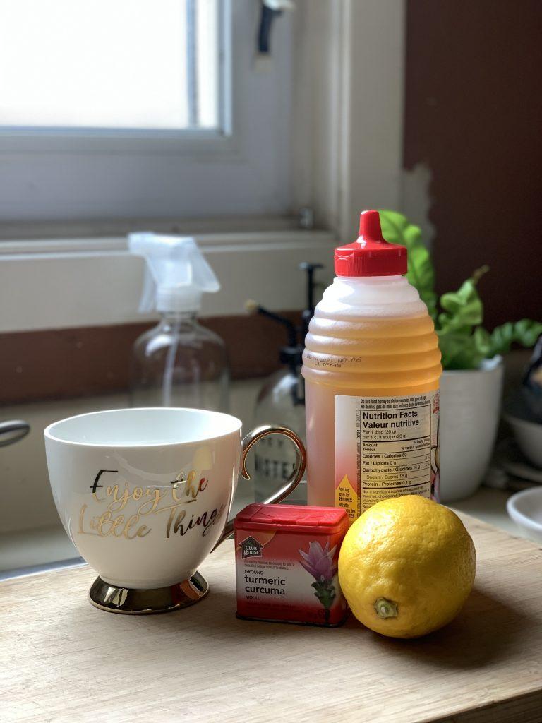 Lemon, honey and turmeric tea