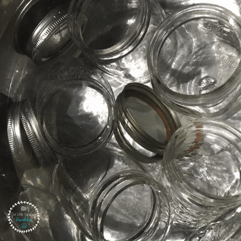 Sterilizing canning jars and lid